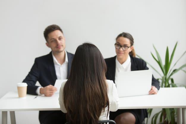 Como se destacar no mercado de trabalho em meio à crise