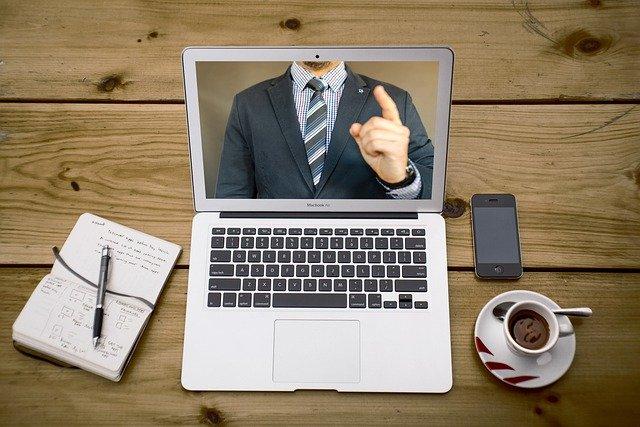 Como se comportar em uma videoconferência