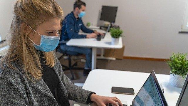 máscara no ambiente de trabalho